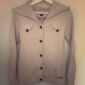 Wool jacket with leather buttons
